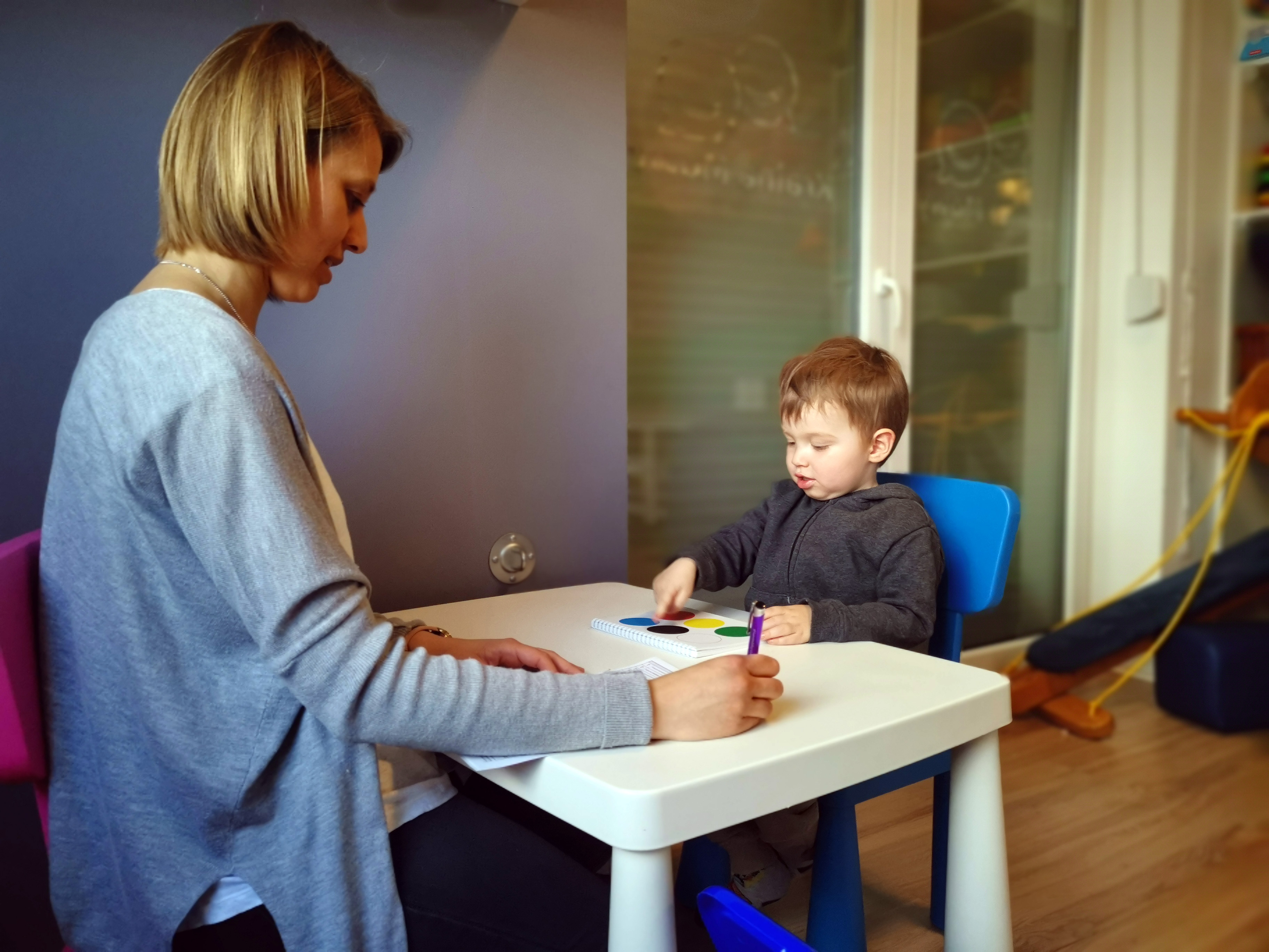Terapeuta i dziecko